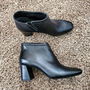 NWOT Aerosoles Head North Ankle Booties